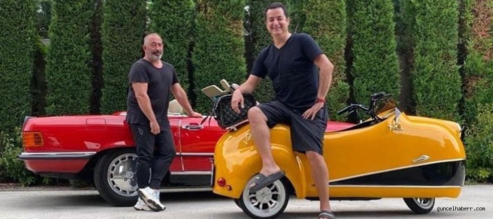 Acun Ilıcalı'dan Cem Yılmaz ve Serenay Sarıkaya'ya nostaljik arabalı ziyaret