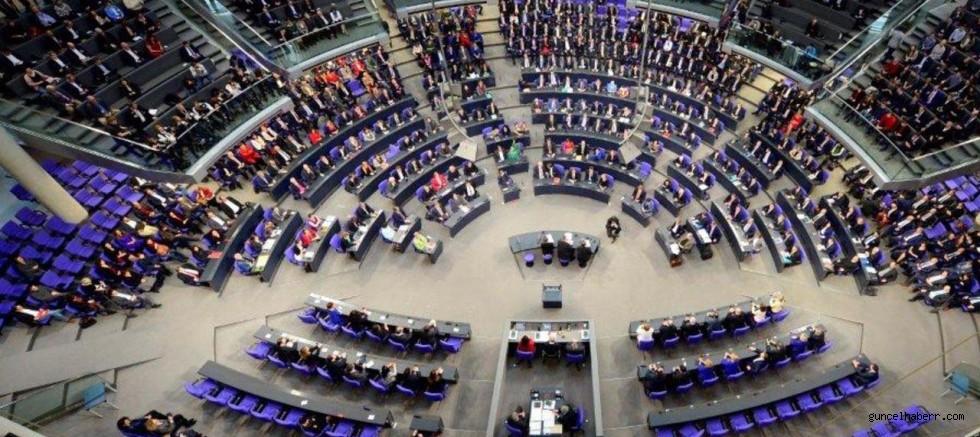 Almanya seçimleri Türk'lere yaradı; çok sayıda vekil meclise girdi