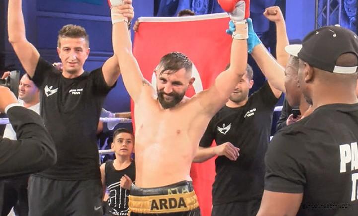 Boksör Arda Avcı, altın kemeri alarak UBO Dünya Şampiyonu oldu