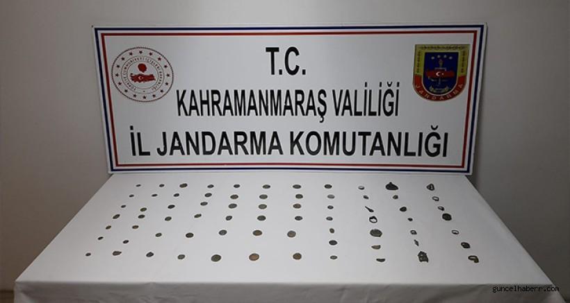 Kahramanmaraş'ta düzenlenen tarihi eser kaçakçılığı operasyonunda Bizans ve Roma dönemine ait tarihi eserler ele geçirildi.