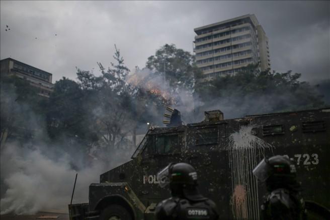 Kolombiya'da protestocular hükümetin Kovid-19'un yükünü halka yüklemesinden şikayetçi