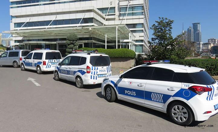 Kripto para dolandırıcılığı iddiasıyla ilgili şirket merkezinin bulunduğu binaya polis geldi
