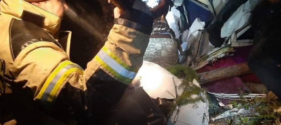 Rusya'da 16 kişiyi taşıyan yolcu uçağı sert iniş yaptı; 4 yolcu öldü!